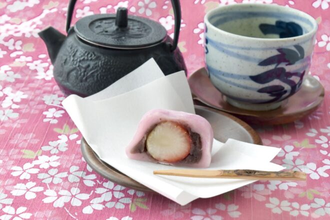 いちご大福と日本茶