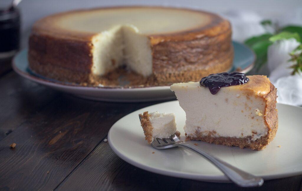 お菓子に使うチーズで作ったチーズケーキ